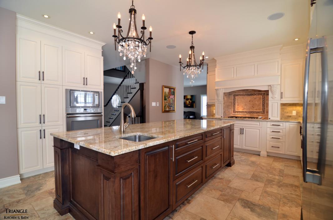 cuisine triangle kitchen bath. Black Bedroom Furniture Sets. Home Design Ideas