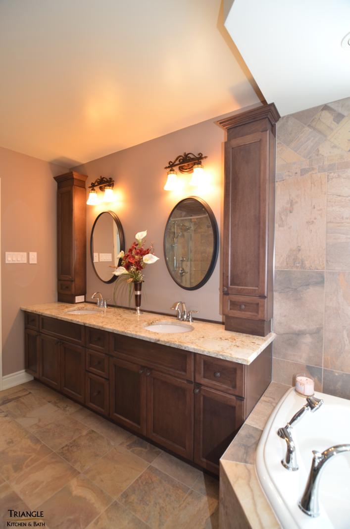 salle de bain triangle kitchen bath. Black Bedroom Furniture Sets. Home Design Ideas