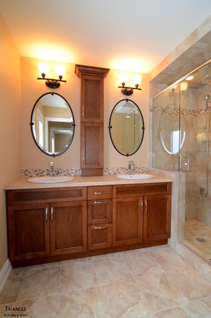 Salle de bain triangle kitchen bath for Salle d exposition salle de bain