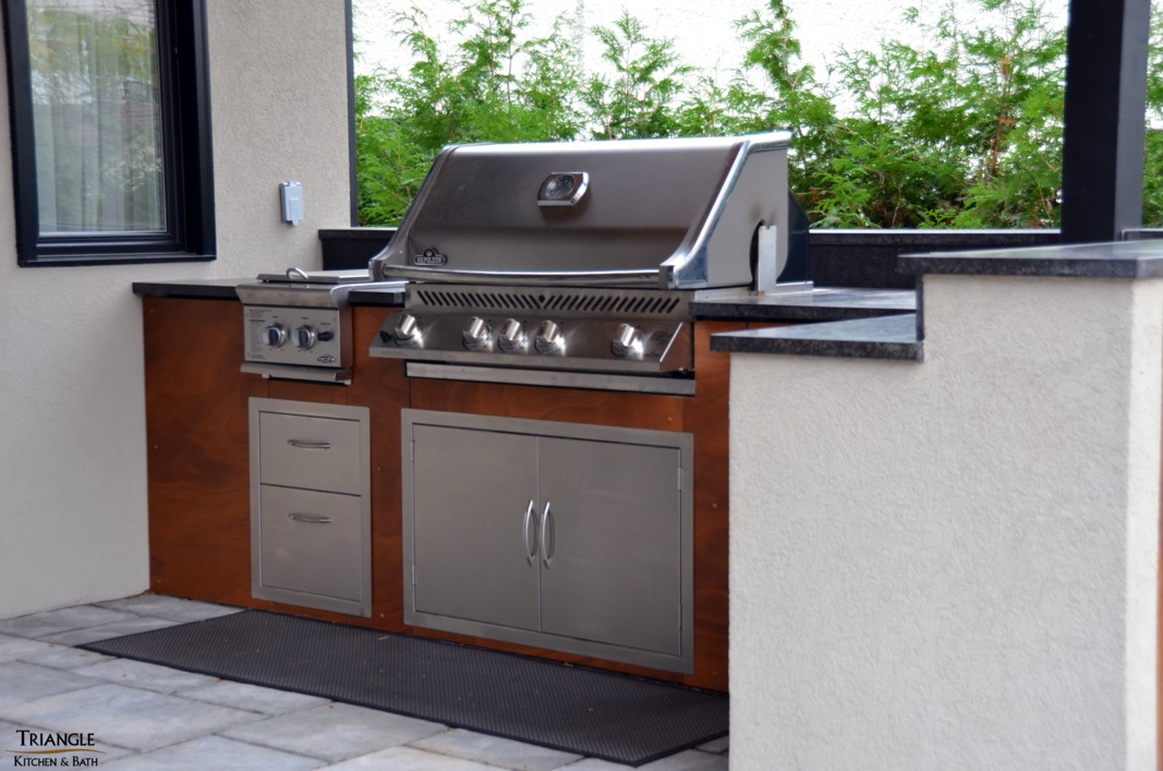 cuisine ext rieure triangle kitchen bath. Black Bedroom Furniture Sets. Home Design Ideas
